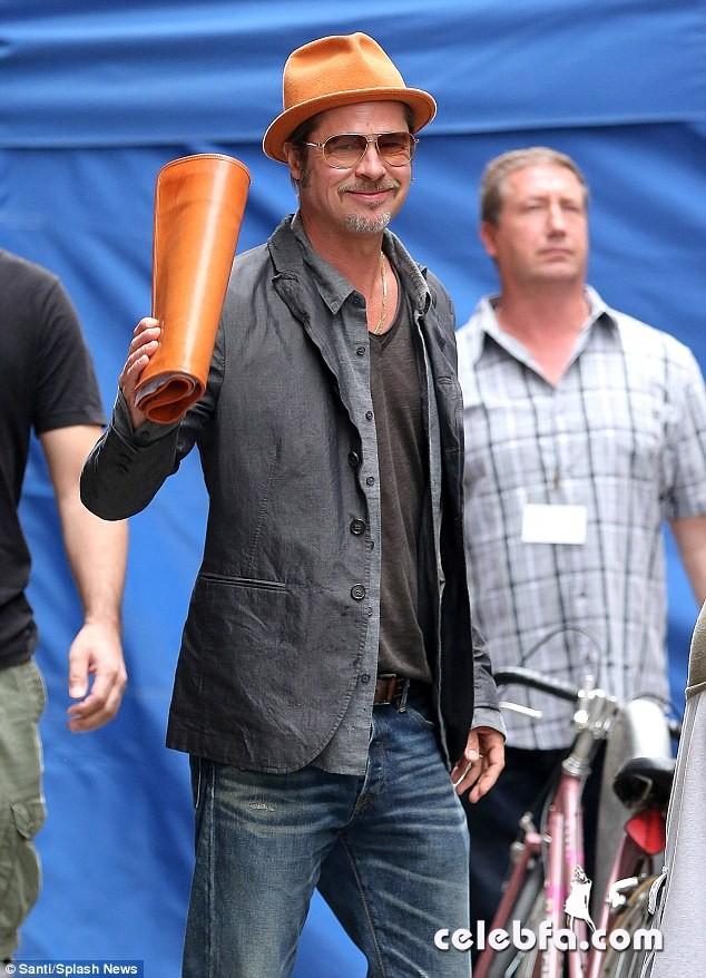 Newlyweds-Brad-Pitt-Angelina-Jolie (1)