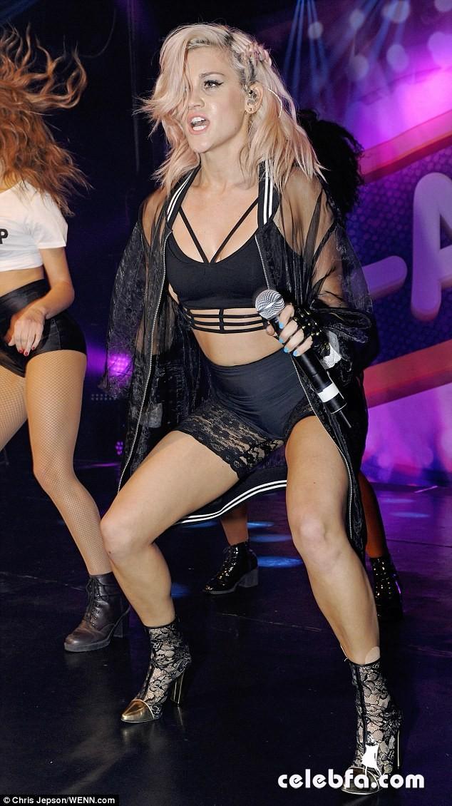Pussycat-Dolls-singer-Ashley-Roberts (1)
