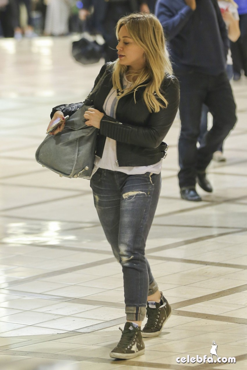 hilary-duff-at-lax-airport-october-2014 (1)