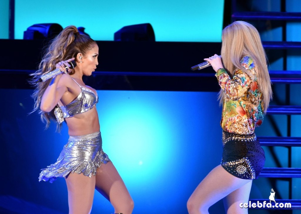 iggy-azalea-jennifer-lopez-performs-at-we-can-survive-2014-in-los-angeles (1)