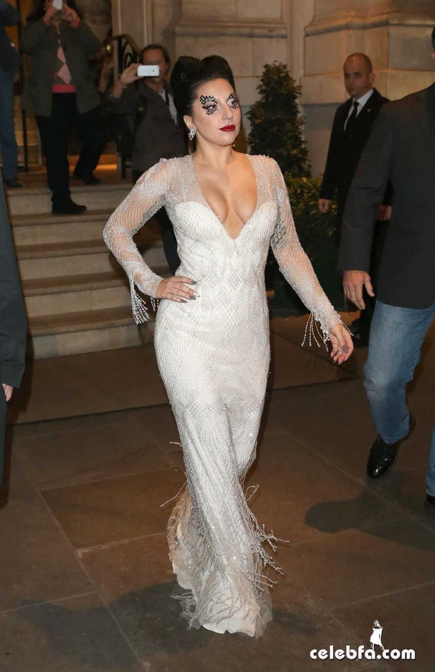 lady-gaga-leaving-her-hotel-in-london (1)