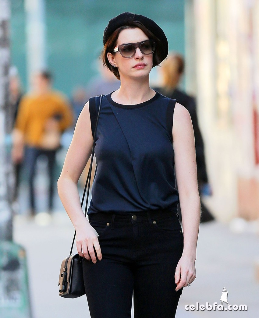 anne-hathaway-street-fashion-out-in-new-york (1)