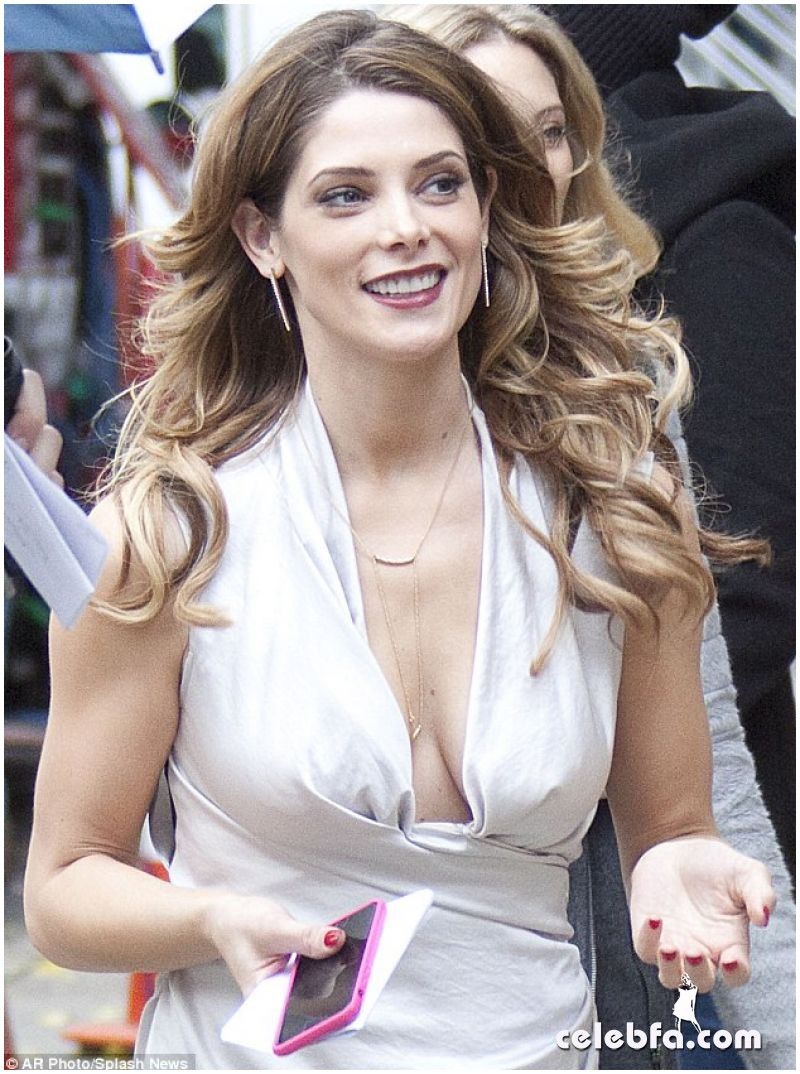 ashley-greene-on-the-set-of-urge-in-new-york (1)