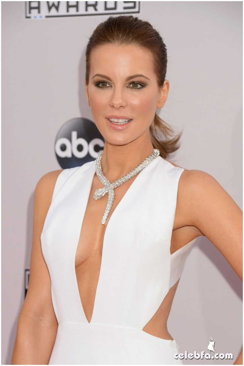 kate-beckinsale-red-carpet-photos-2014-american-music-awards (1)