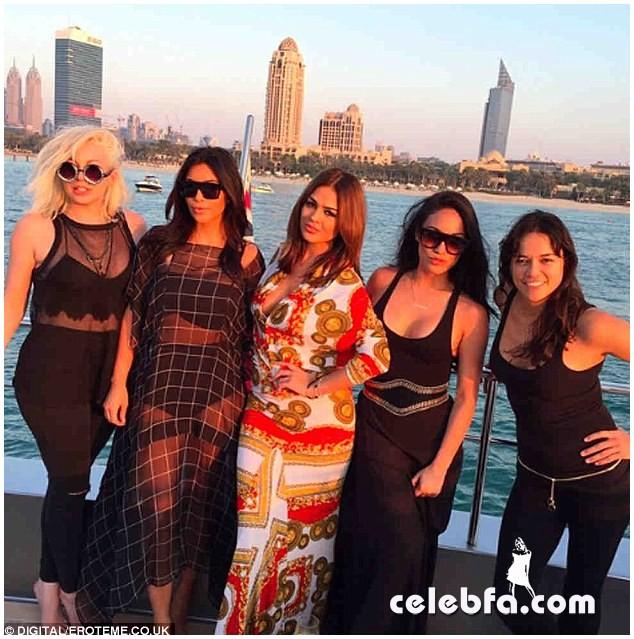 Kim Kardashian in Dubai (1)
