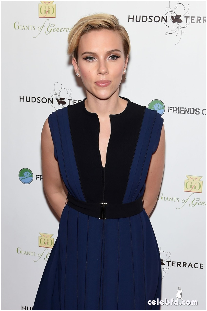 scarlett-johansson-champions-of-rockaway-hurricane-sandy-fundraiser-in-new-york (1)