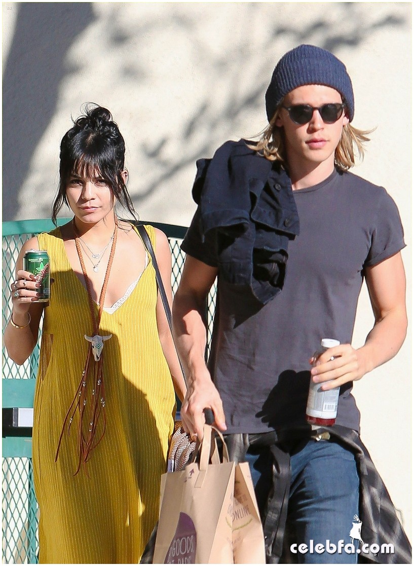 *EXCLUSIVE* Vanessa Hudgens and Austin Butler shop for Thanksgiving at Whole Foods