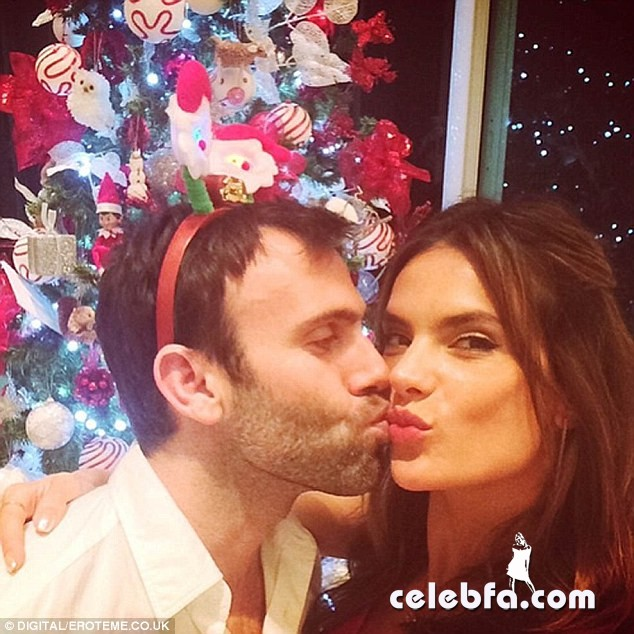 2442916000000578-2887123-A_kiss_for_Christmas_Alessandra_Ambrosio_with_her_husband_of_eig-a-10_1419538906797