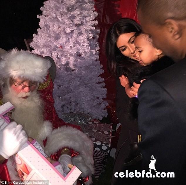 Kim-Kardashian-Santa-Claus (1)