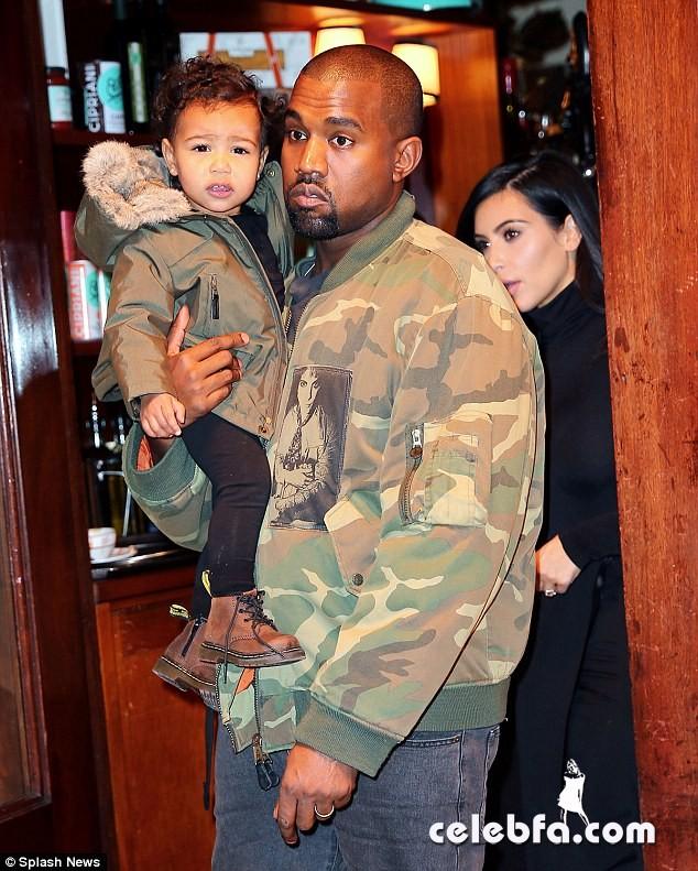 Kim-Kardashian-Santa-Claus (5)