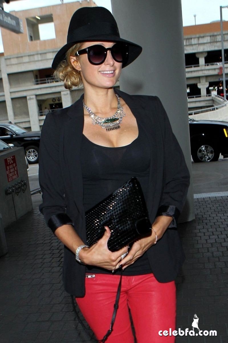 paris-hilton-lax-airport (1)
