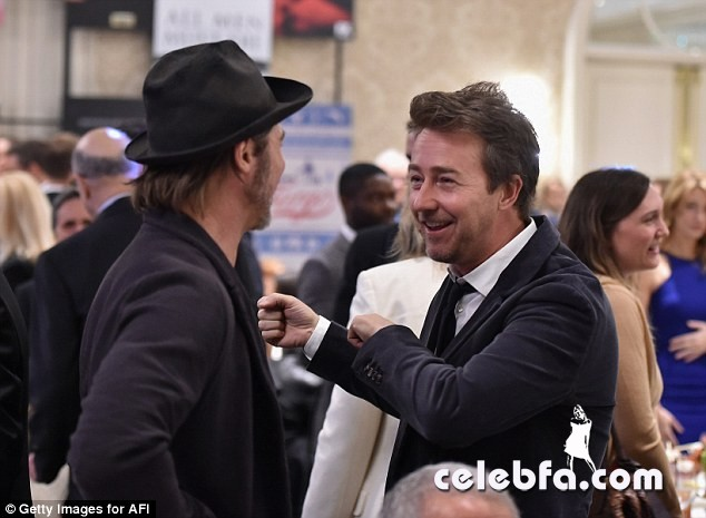 angelina-jolie-afi-awards-with-brad-pitt (5)
