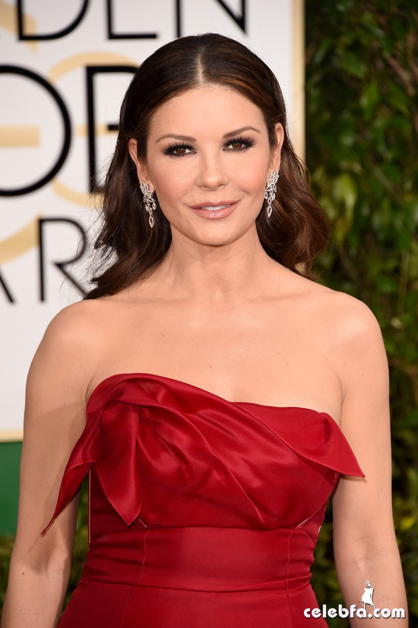 Catherine Zeta-Jones - 2015 Golden Globe Awards (1)