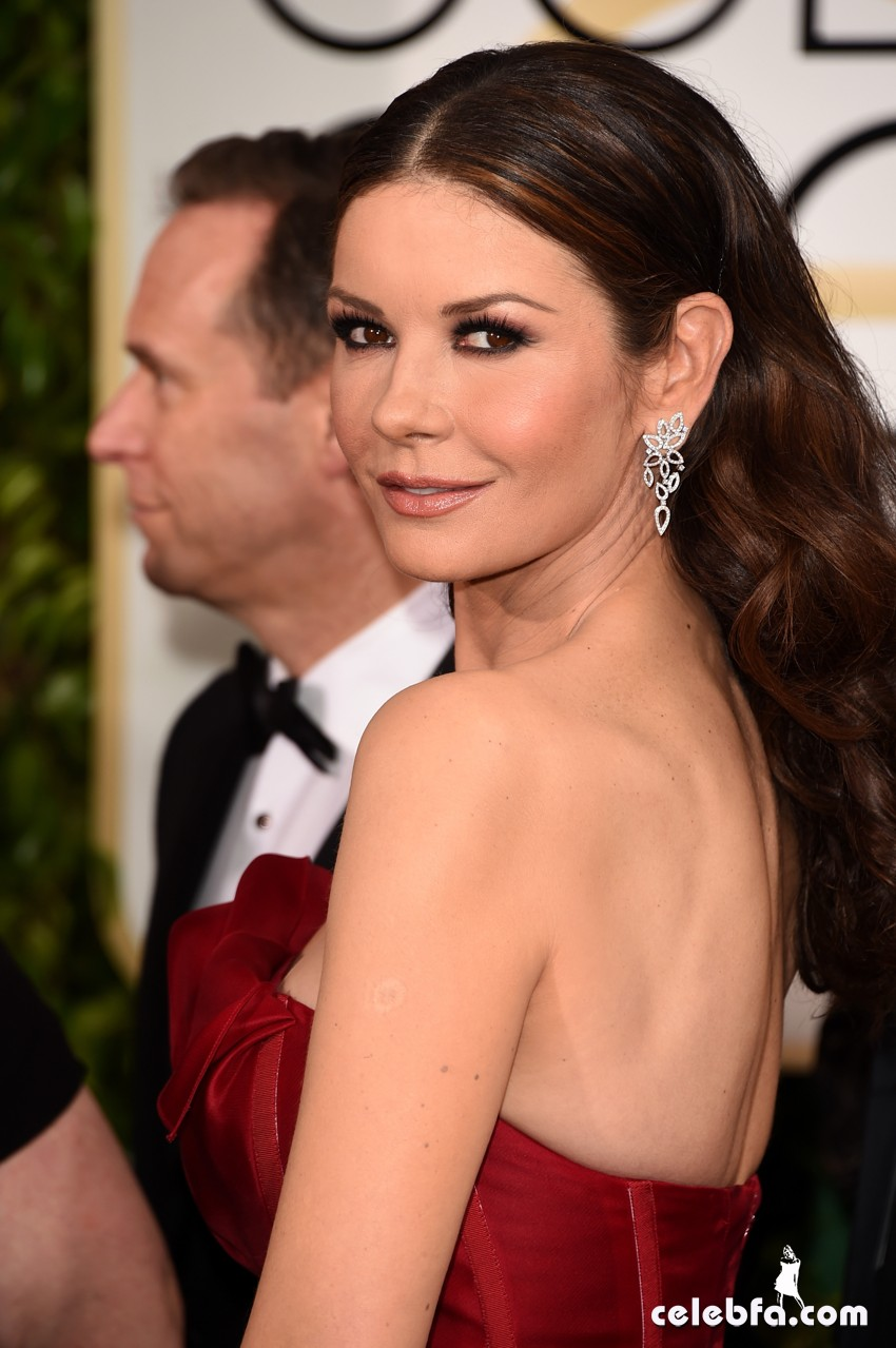 Catherine Zeta-Jones - 2015 Golden Globe Awards (4)