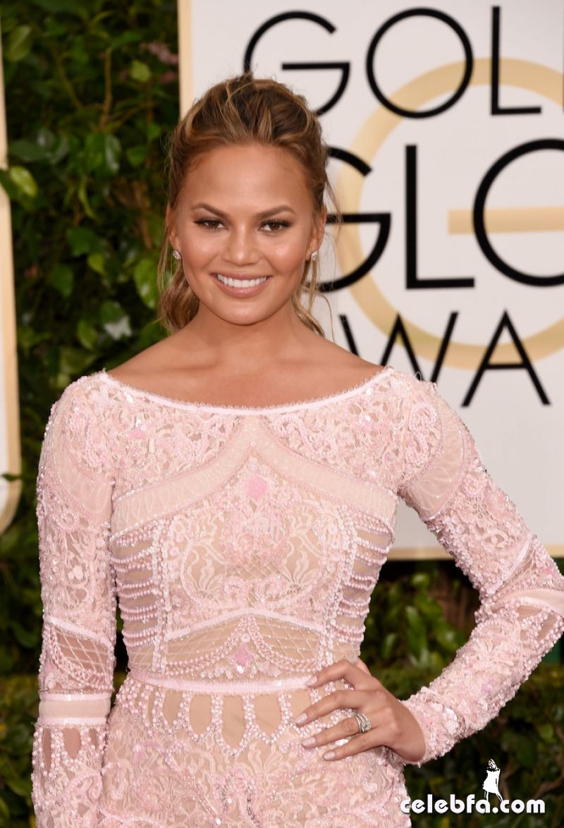 chrissy-teigen-2015-golden-globe-awards (2)