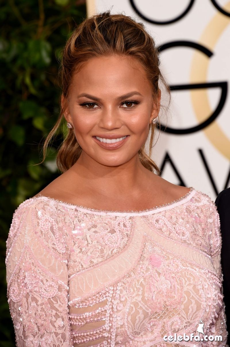 chrissy-teigen-2015-golden-globe-awards (3)