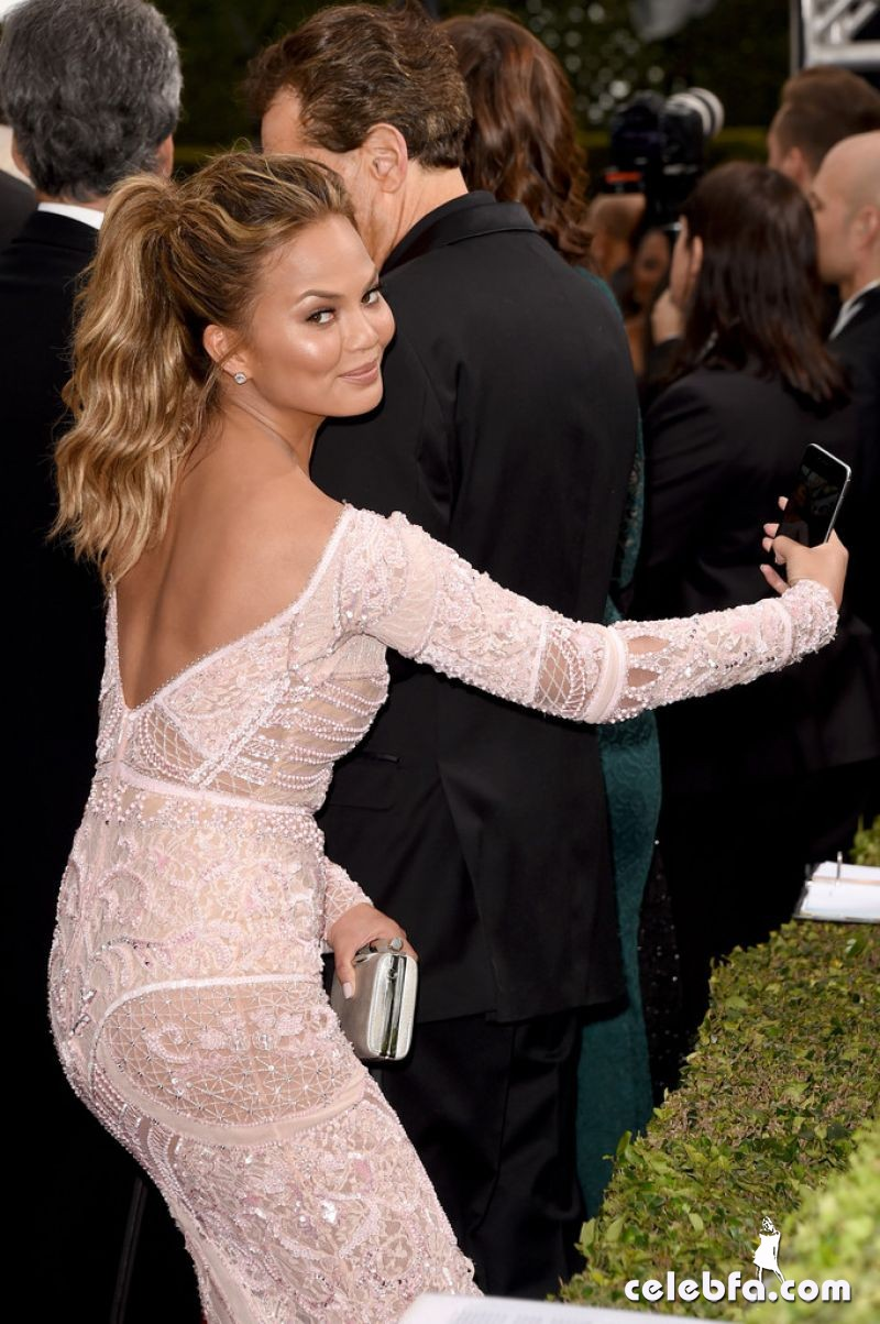 chrissy-teigen-2015-golden-globe-awards (6)