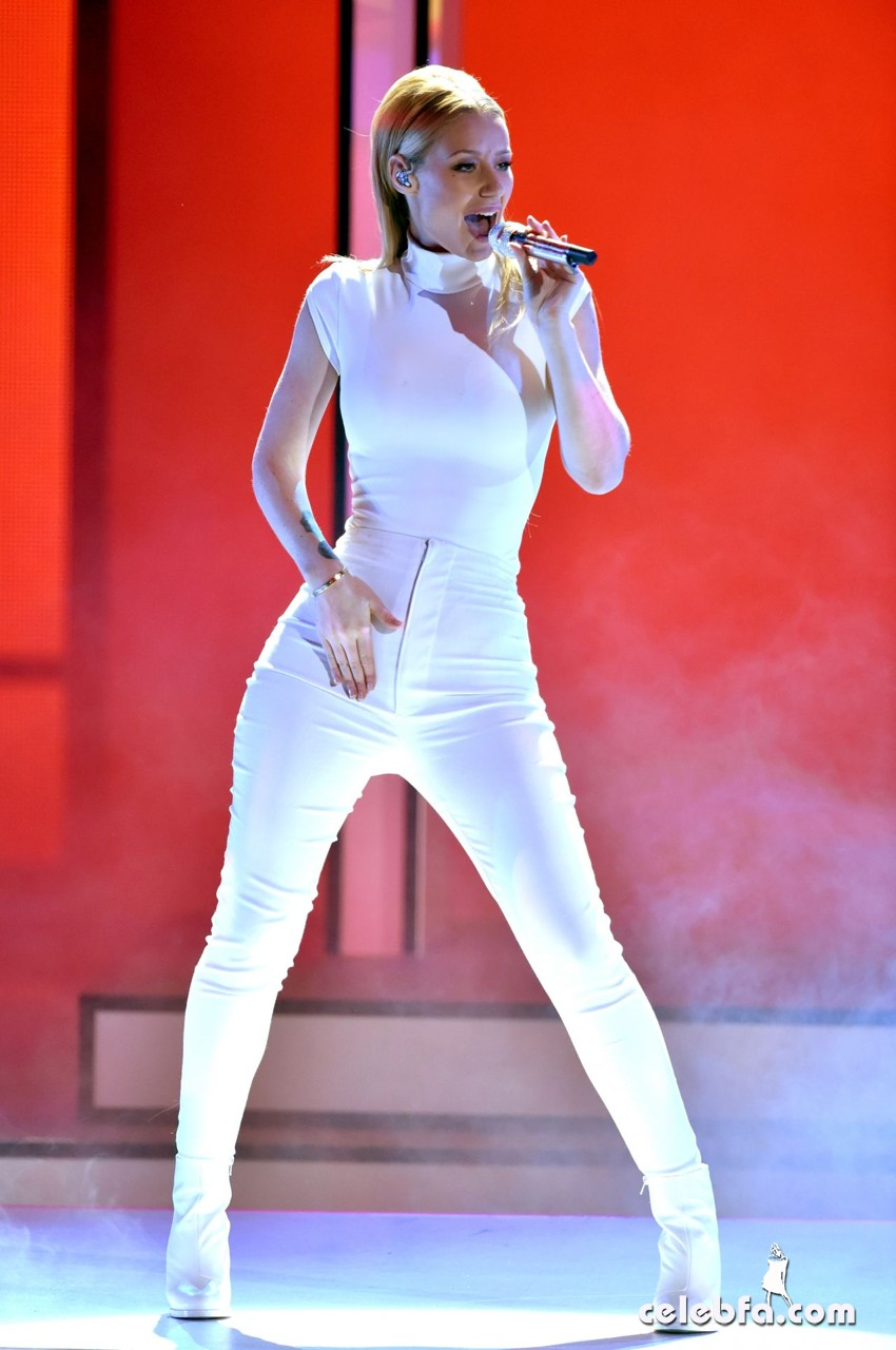 iggy-azalea-performs-at-2015-people-s-choice-awards (1)