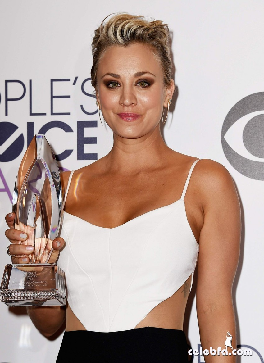 kaley-cuoco-2015-people-s-choice-awards (1)