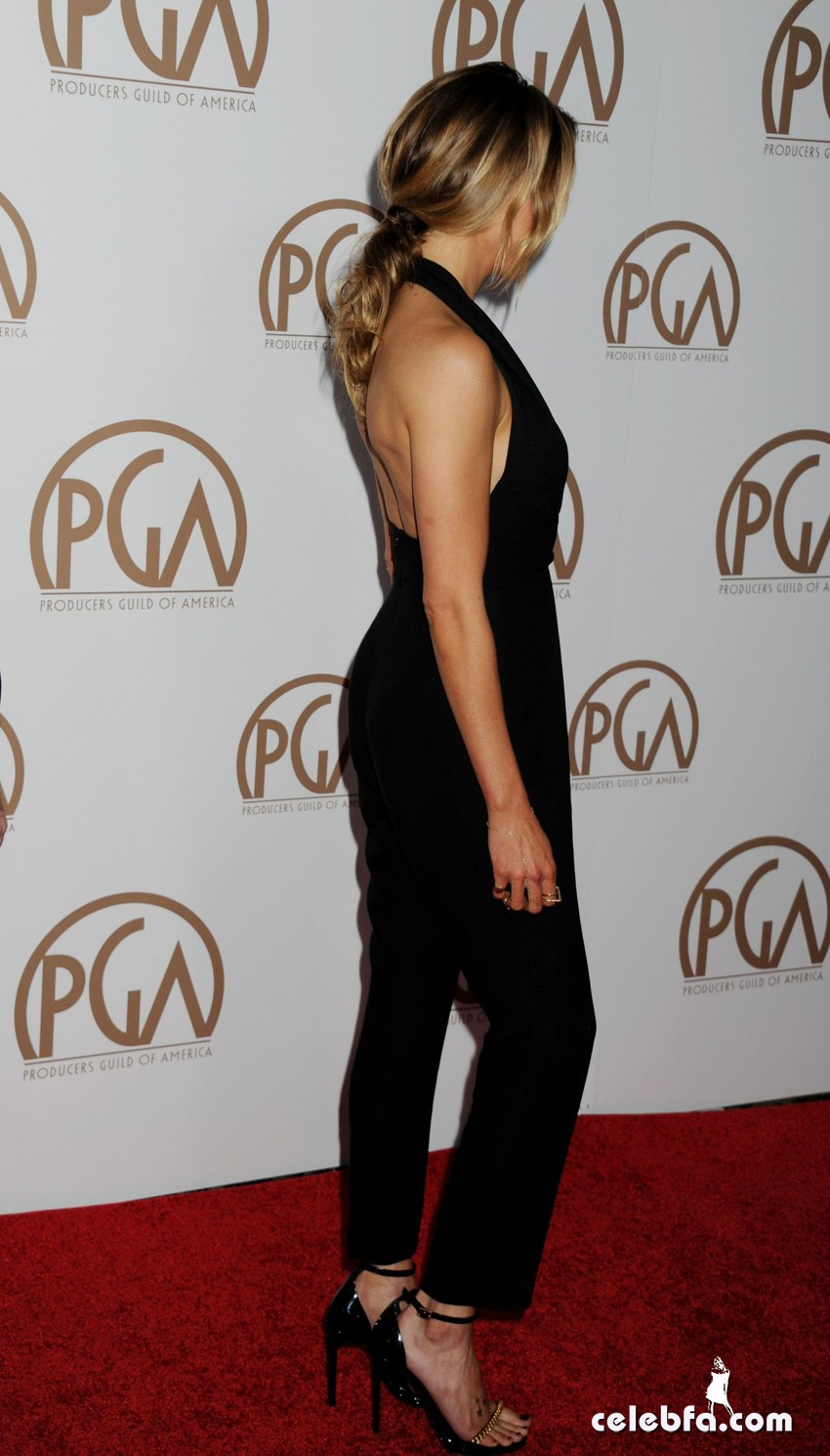 katie-cassidy-2015-producers-guild-awards (9)