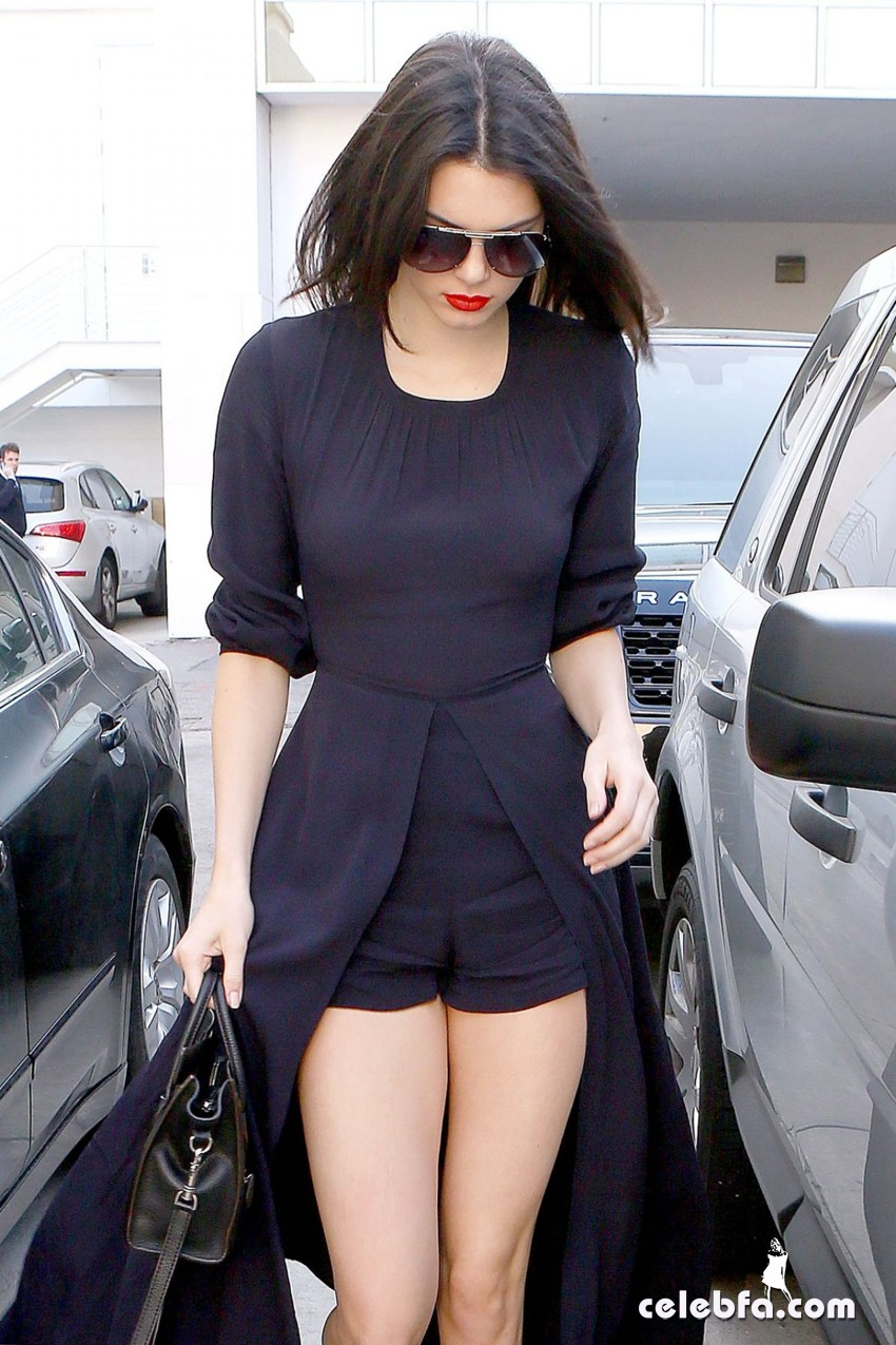 kendall-jenner-beverly-hills-january-2015 (10)