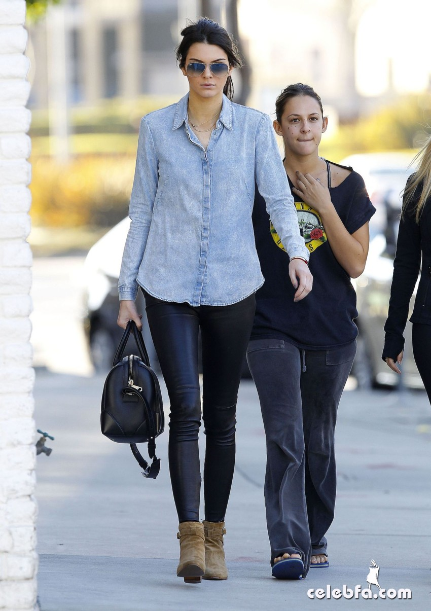 kendall-jenner-in-west-hollywood-jan (2)