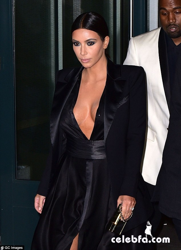 kim-kardashian-kanye-west-pda-john-legend-birthday-party (2)
