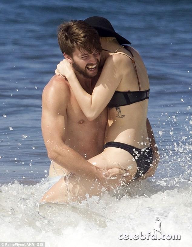 Miley Cyrus Patrick Schwarzenegger (1)