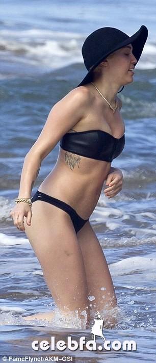 Miley Cyrus Patrick Schwarzenegger (21)