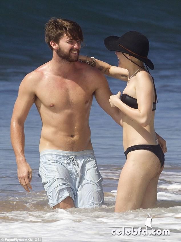 Miley Cyrus Patrick Schwarzenegger (22)