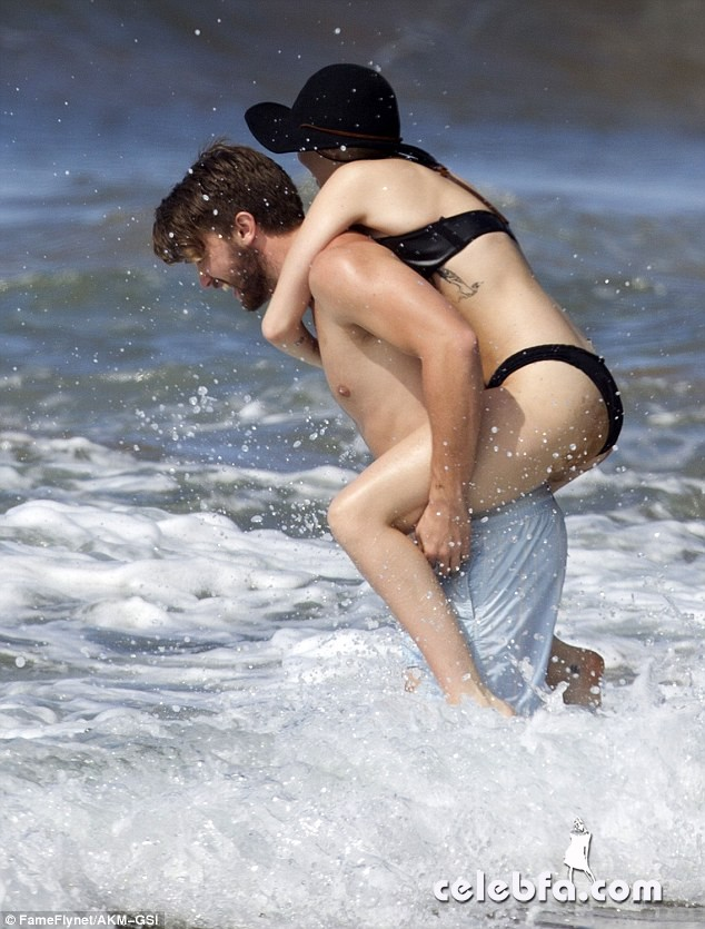 Miley Cyrus Patrick Schwarzenegger (4)