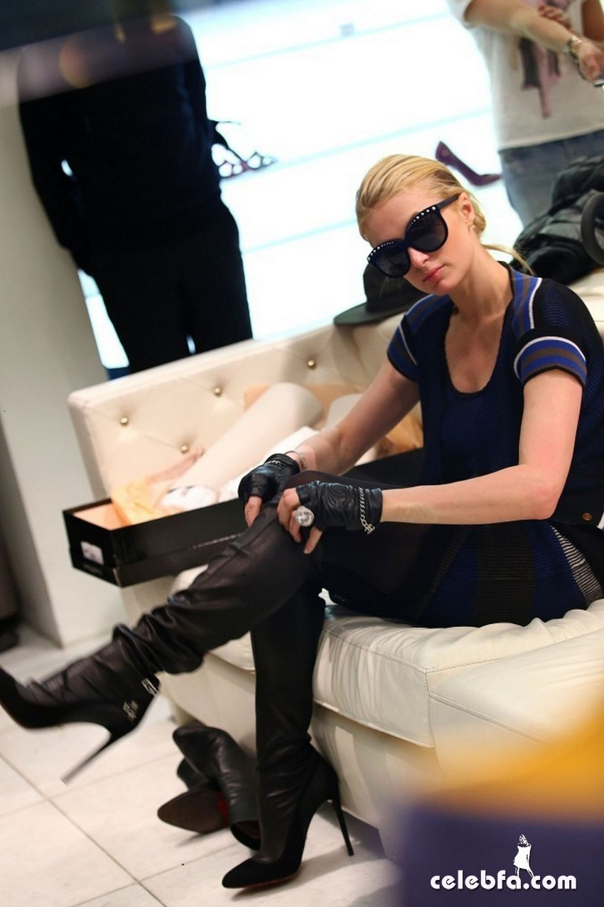 paris-hilton-in-milan-january-2015 (3)