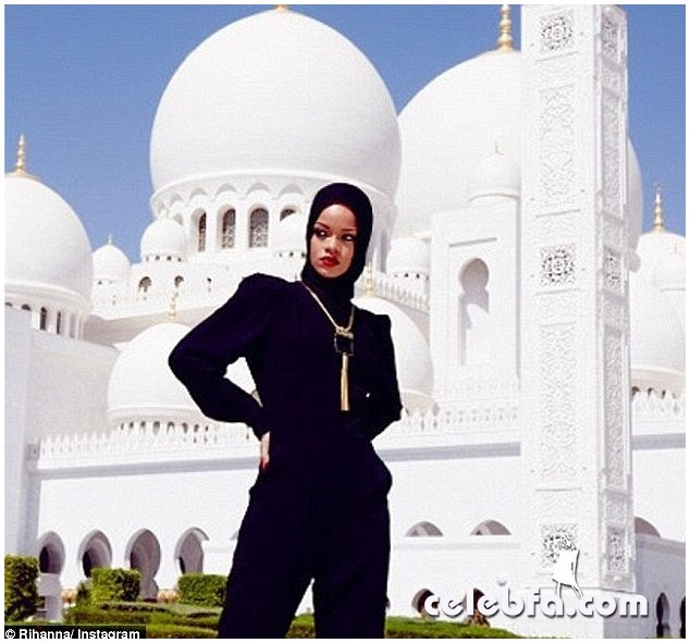 Rihanna-Abuzhabi-Grand-Mosque-1