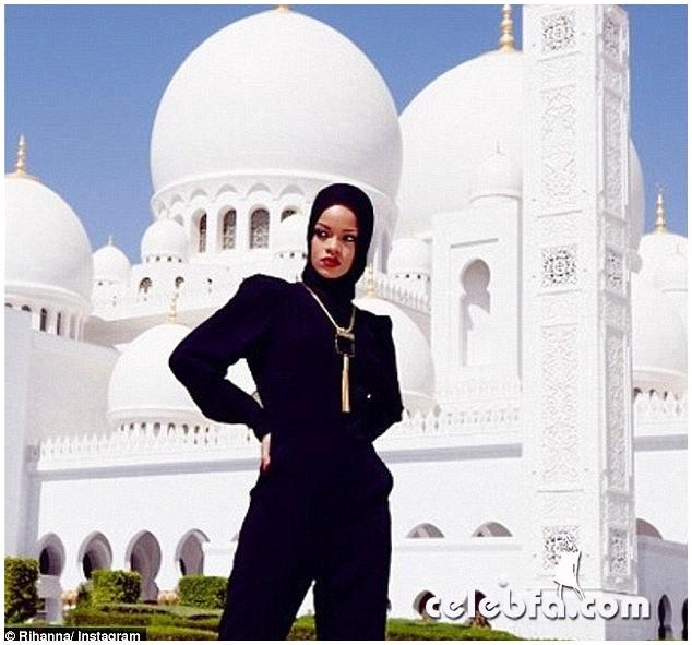 Rihanna-Abuzhabi-Grand-Mosque-1