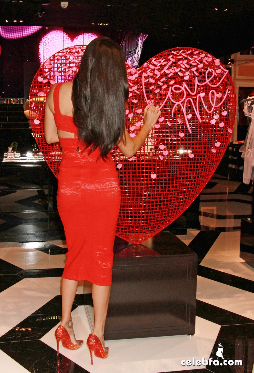 ADRIANA LIMA SHARES HER GIFT PICKS AND TIPS FOR VALENTINE'S DAY