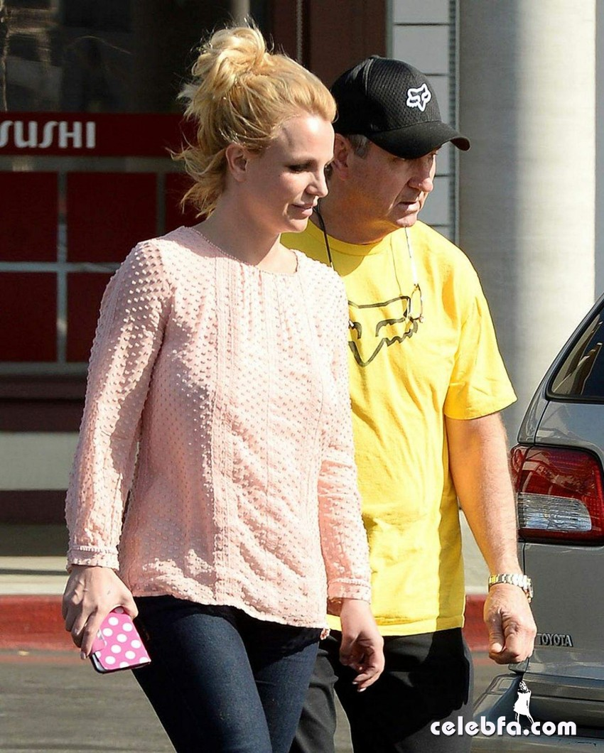 britney-spears-street-style-out (2)