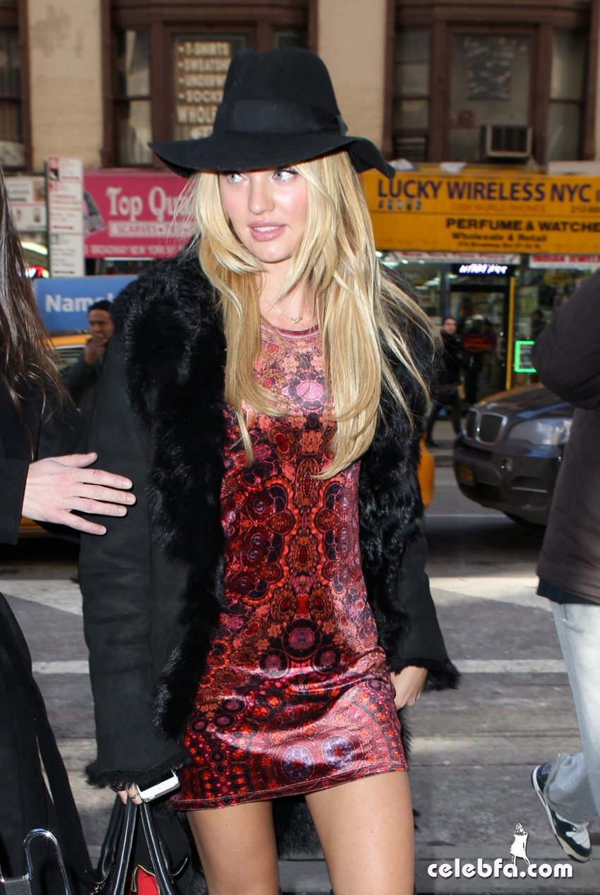 candice-swanepoel-out-in-new-york (3)