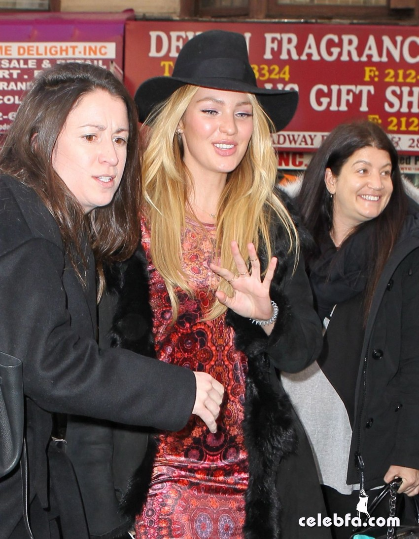 candice-swanepoel-out-in-new-york (5)
