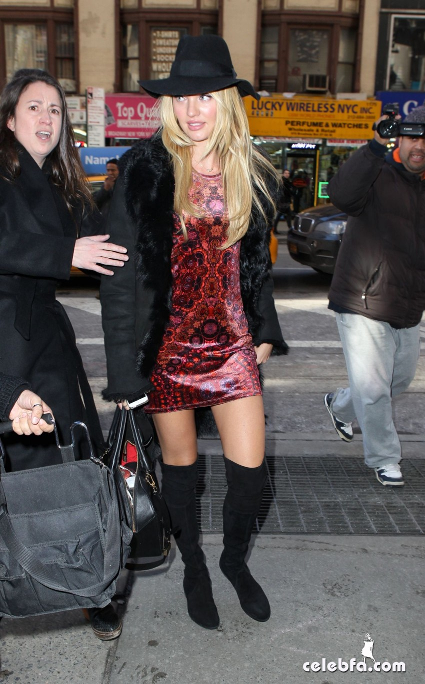 candice-swanepoel-out-in-new-york (6)