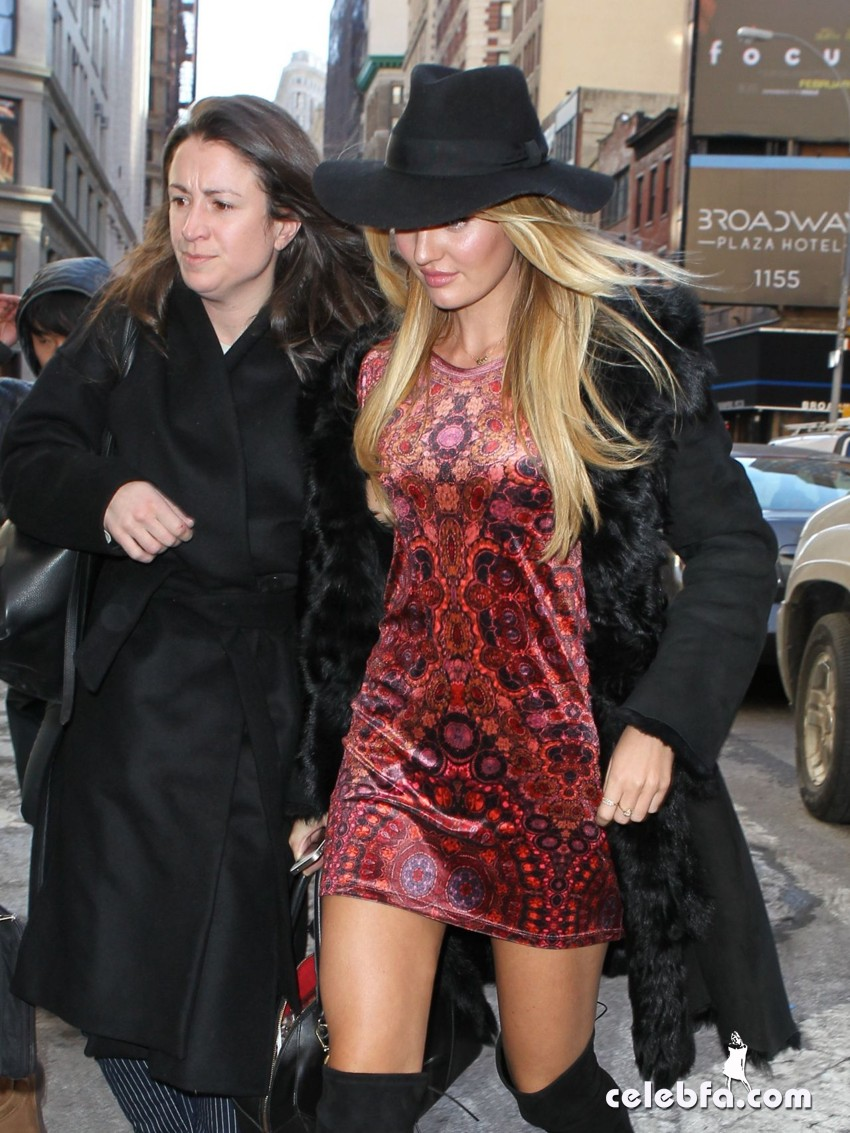candice-swanepoel-out-in-new-york (8)