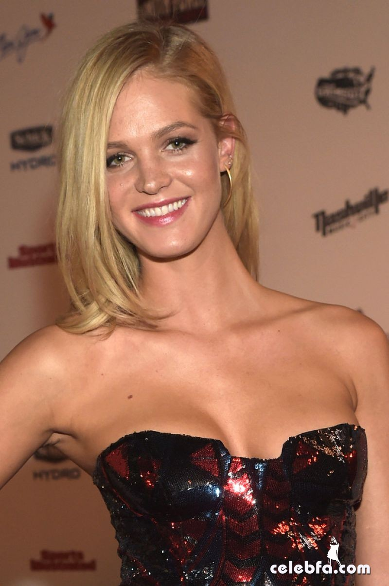 erin-heatherton-si-swim-2015-event (1)