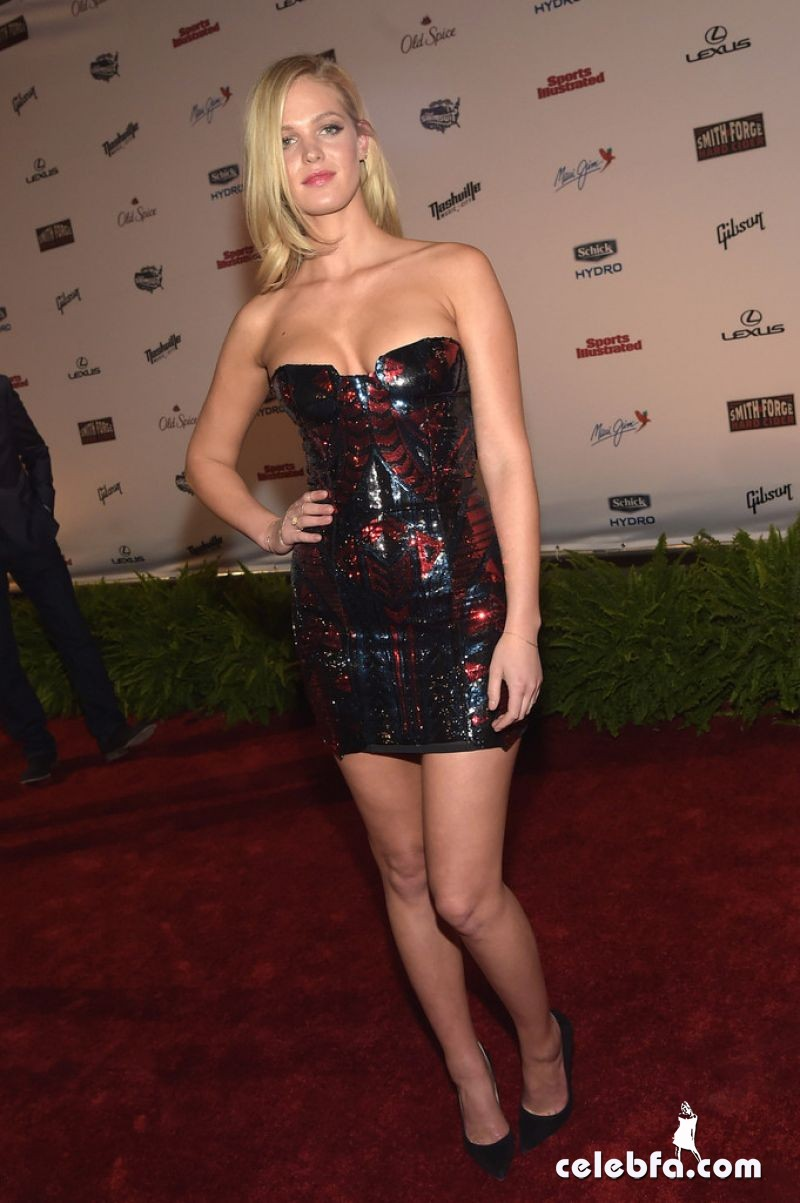 erin-heatherton-si-swim-2015-event (2)
