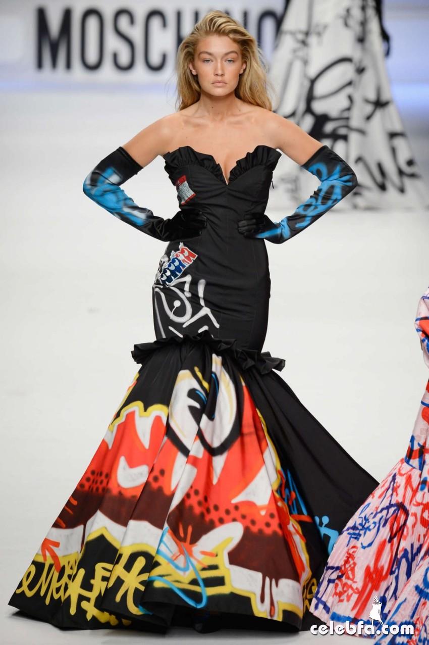gigi-hadid-at-moschino-fashion-show-in-milan (4)