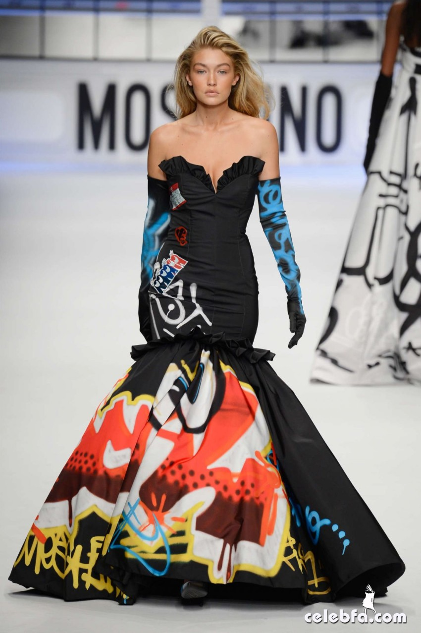 gigi-hadid-at-moschino-fashion-show-in-milan (8)