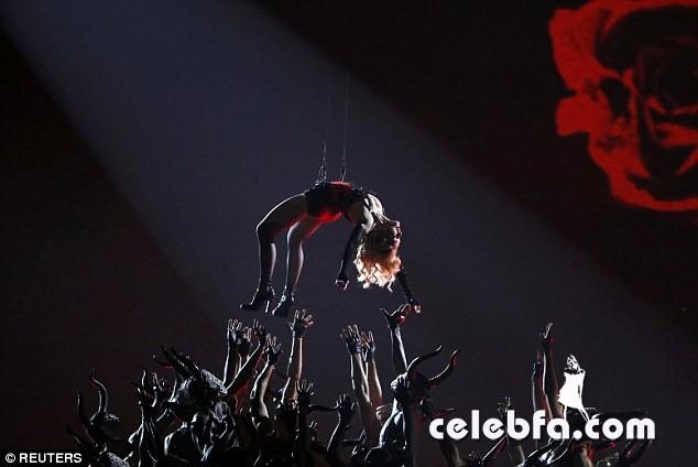 Grammys-2015-Madonna (3)