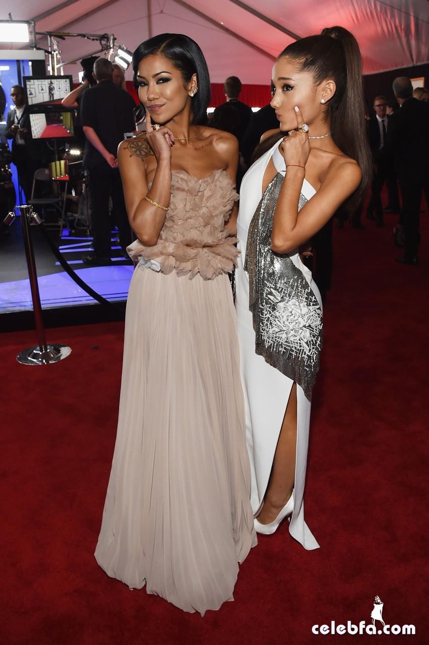 Grande_Ariana_2015_GrammyAwards_CelebFa (4)