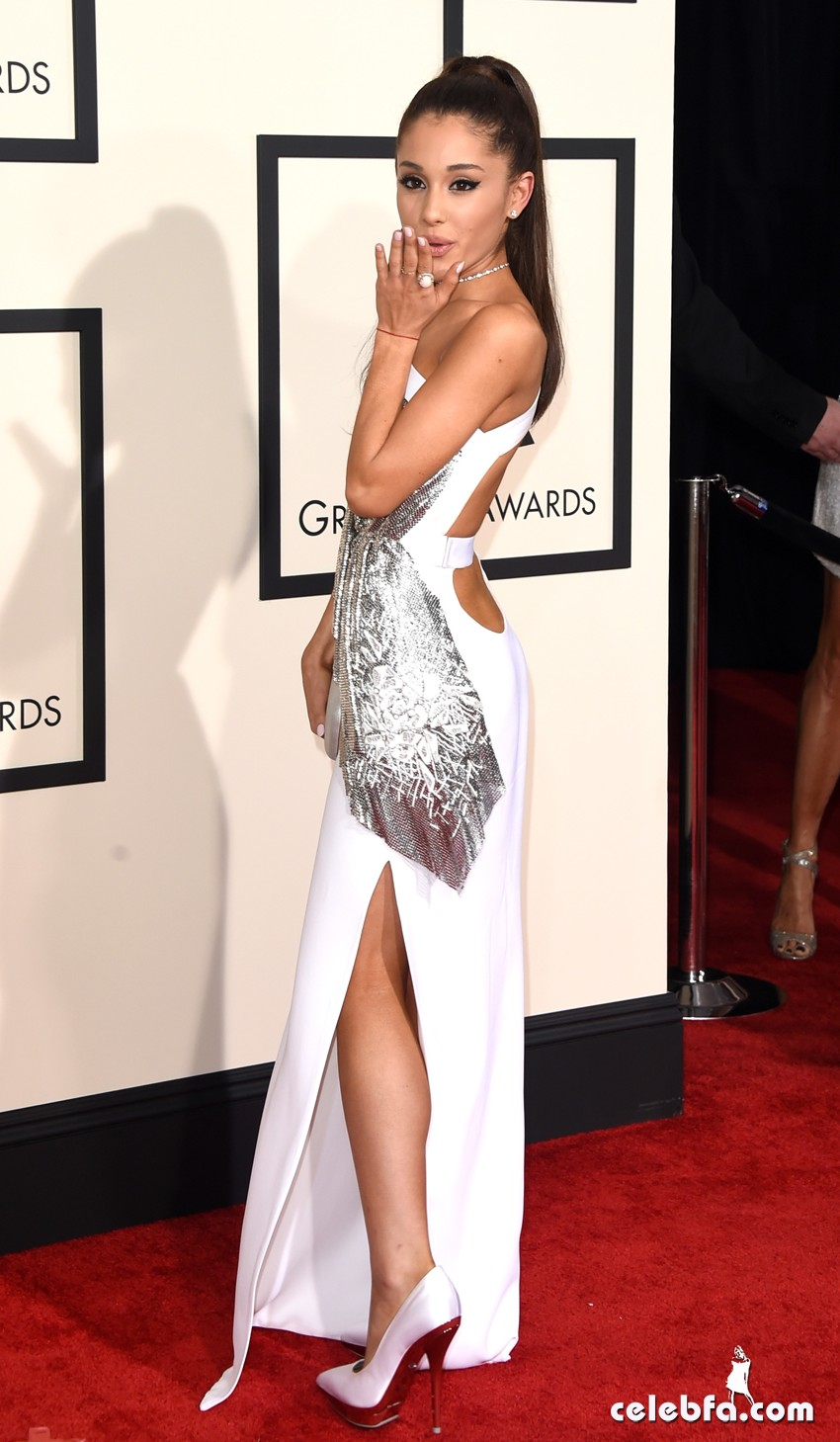 Grande_Ariana_2015_GrammyAwards_CelebFa (6)
