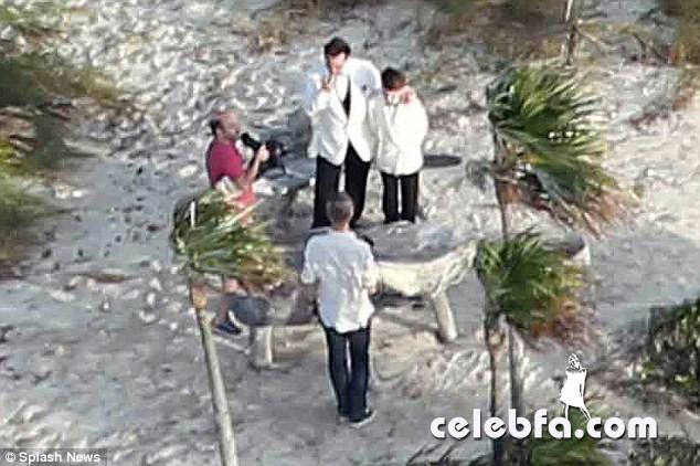 Johnny-Depp-Amber-Heard-wedding (4)