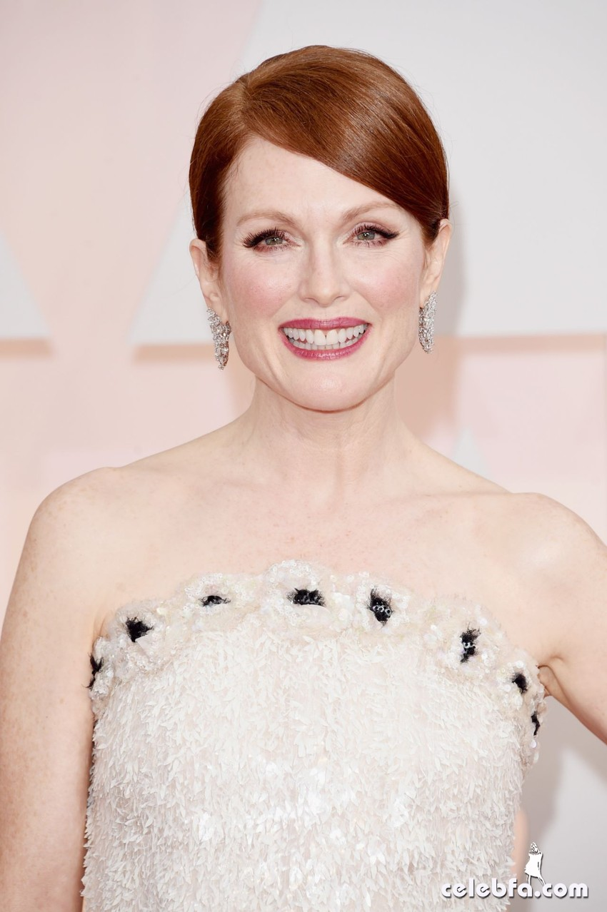 julianne-moore-2015-oscars-red-carpet (1)