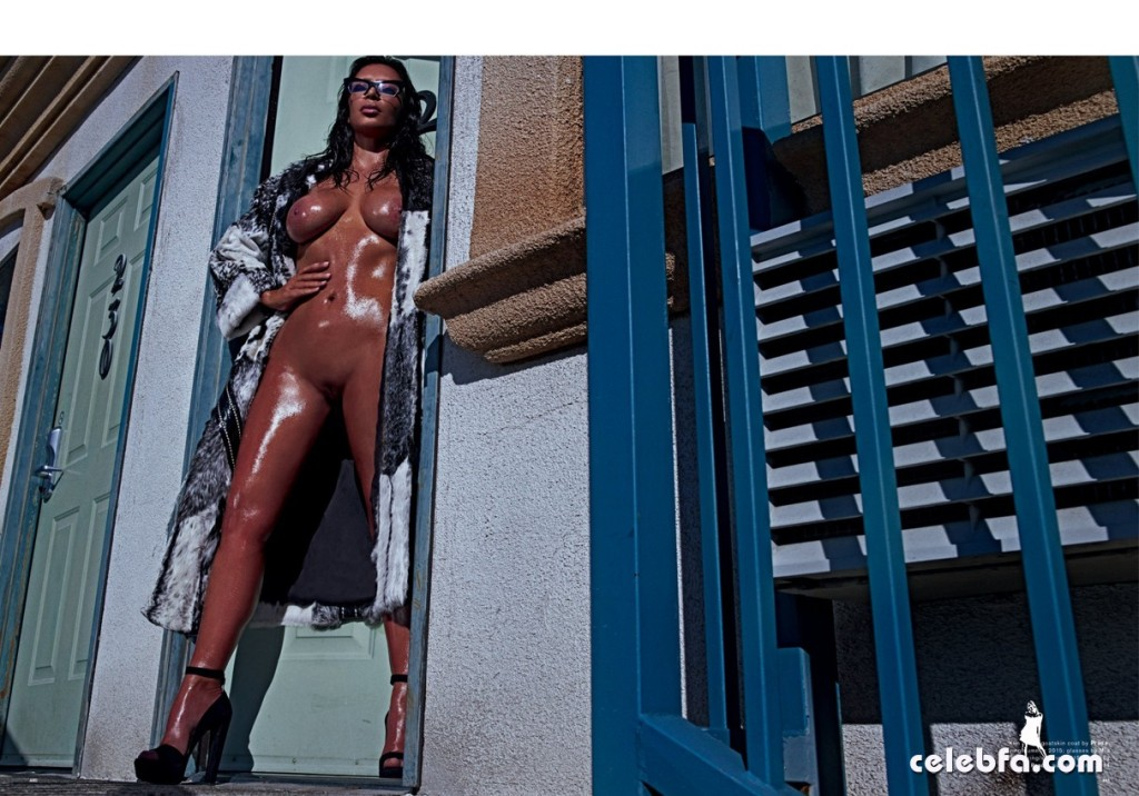 Kim Kardashian Nude 'LOVE' Magazine Shoot (4)